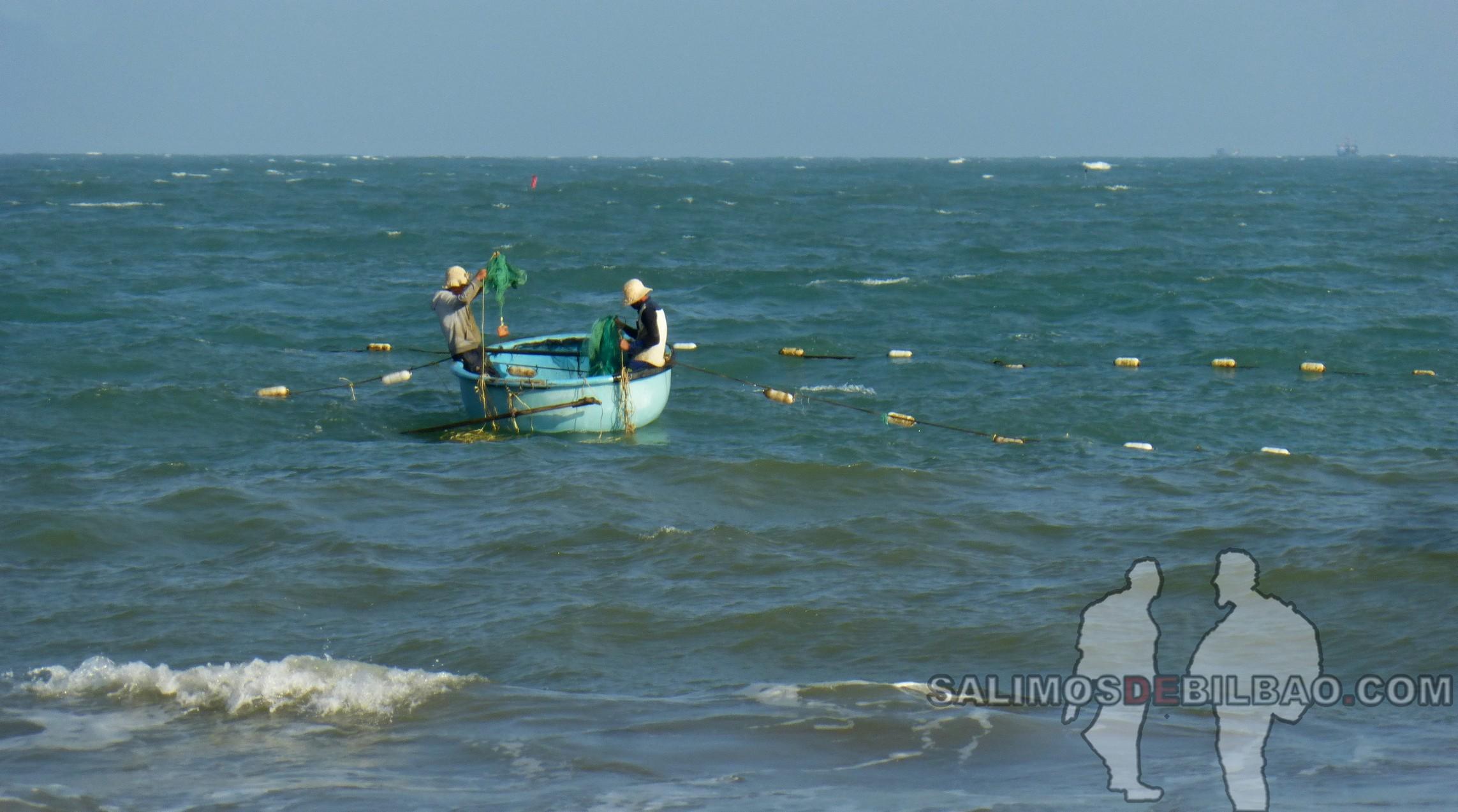 1259. Pescadores, Playa de Mui Ne