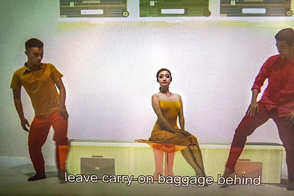 leave carry on baggage behind--Taipei