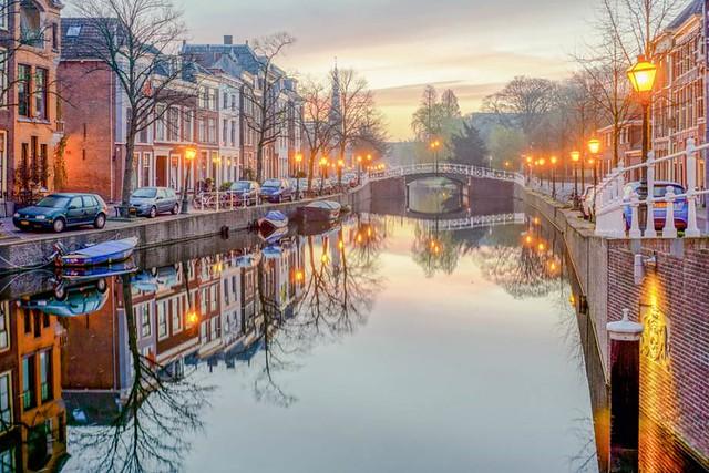 Bruges plus Amsterdam life