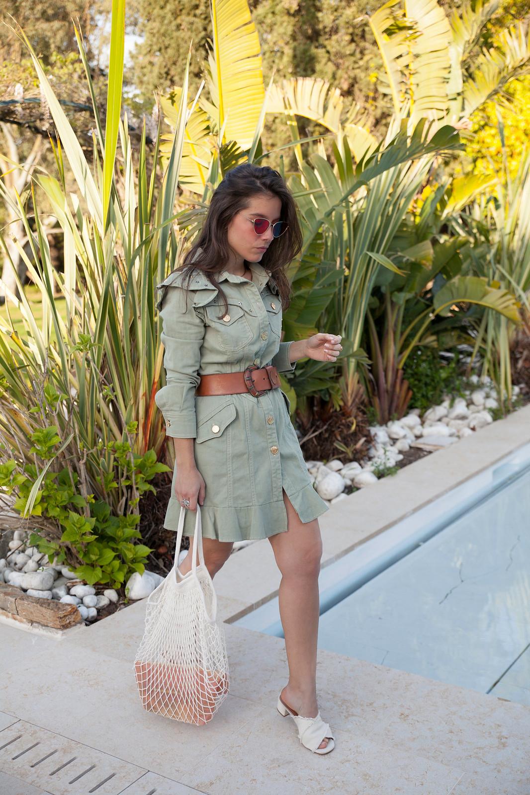 theguestgirl influencer barcelona saint tropez style brigitte bardot vestido verde de moda