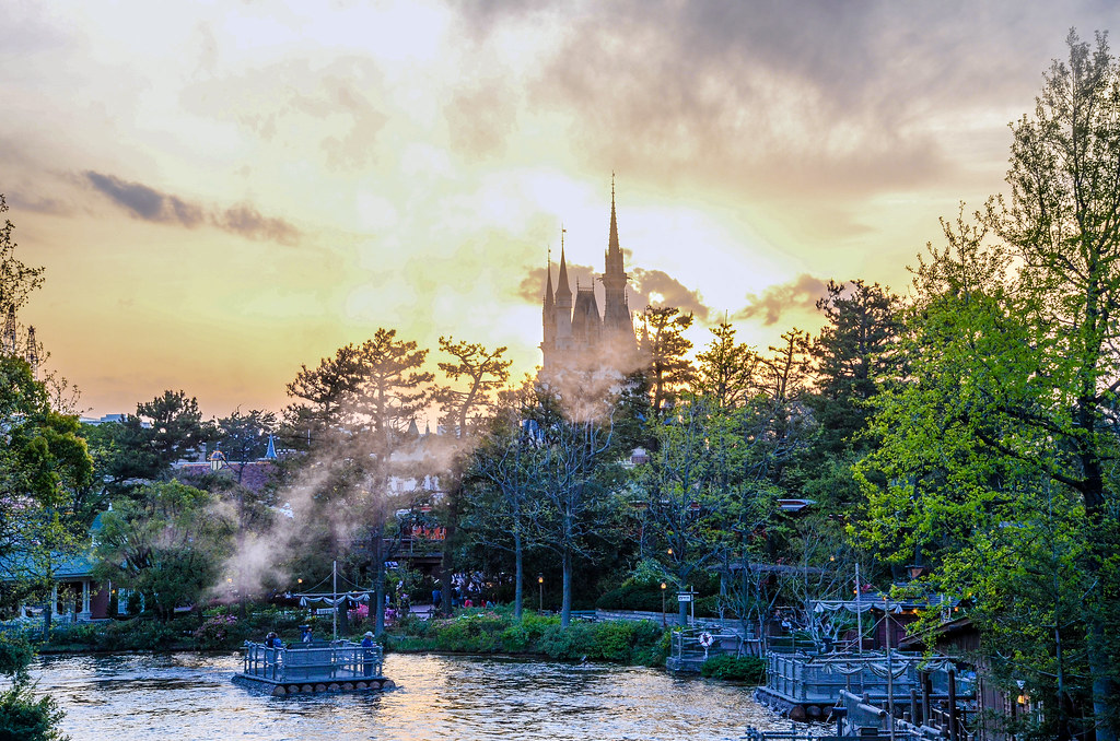 Castle river haze from boat TDL