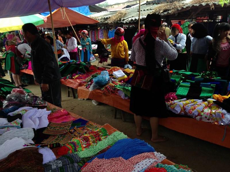 イェンミンのマーケットとザイ族の村, 1