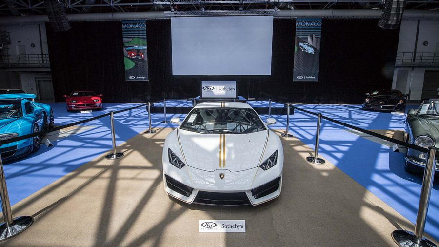 Lamborghini Huracán donated to Pope Francis raises 715,000 Euro at Monte Carlo charity auction