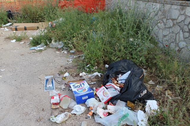 San Giovanni - oggi e un ricettacolo di rifiuti