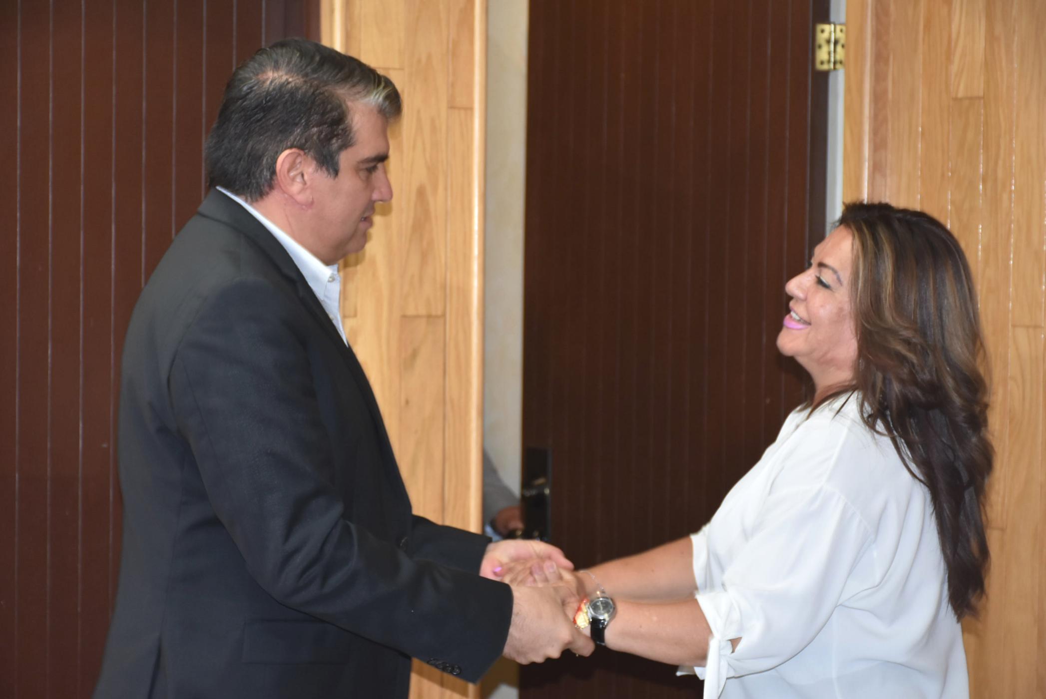 PÁG. 2 (2). El ex alcalde de Gómez Palacio, José Miguel Campillo Carrete, y la actual alcaldesa Juana Leticia Herrera Ale, sucias componendas para apoderarse del patrimonio del pueb