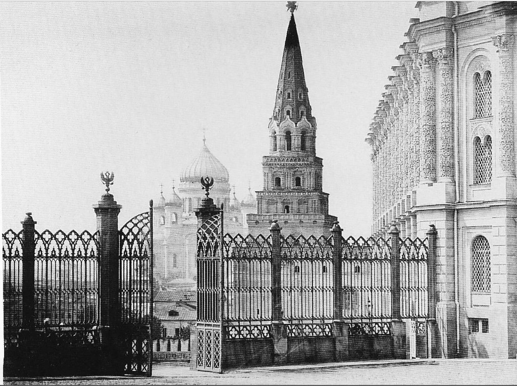Вид на Оружейную палату и храм Христа. 1885