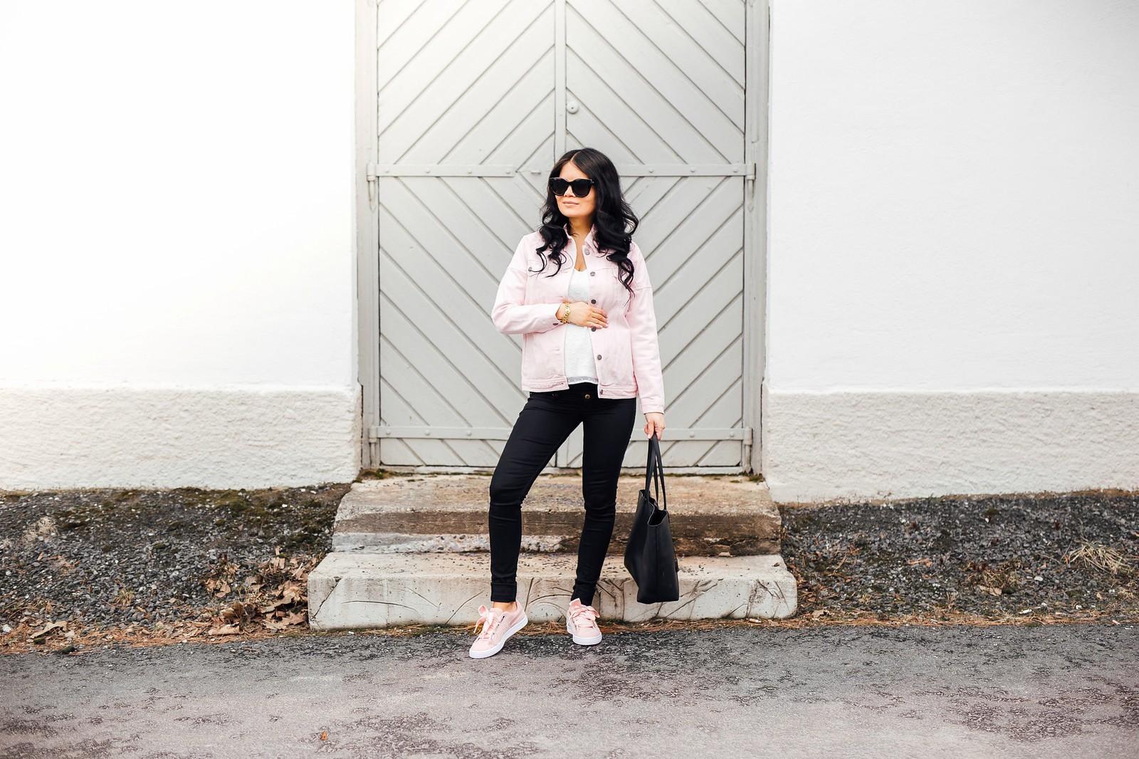 vaaleanpunainen farkkutakki