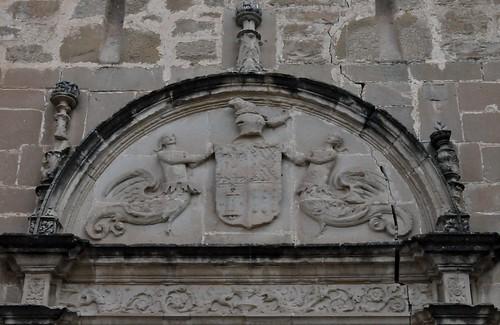 Canena (Jaén-España). Castillo de los marqueses de Camarasa. Portada. Escudo de los marqueses de Camarasa