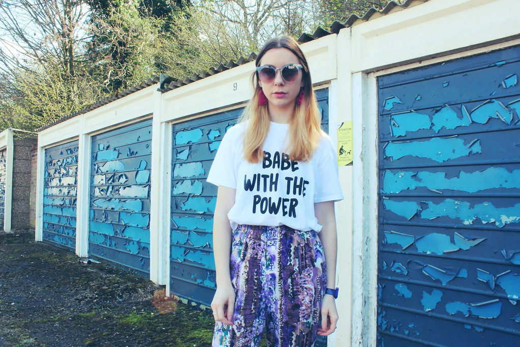 Babe with the power tshirt Nastygal and Vintage trousers 5
