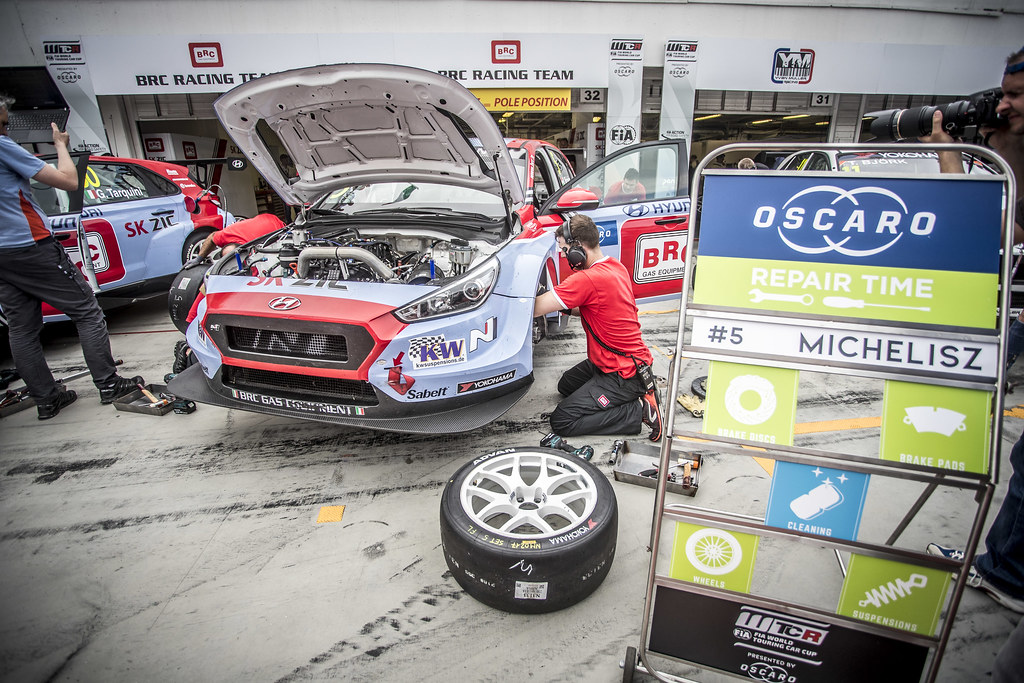 05 MICHELISZ Norbert (HUN), BRC Racing Team, Hyundai i30 N TCR, action OSCARO repair time  during the 2018 FIA WTCR World Touring Car cup, Race of Hungary at hungaroring, Budapest from april 27 to 29 - Photo Gregory Lenormand / DPPI