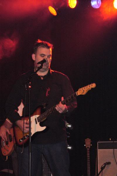 Zanger en gitarist Eric.