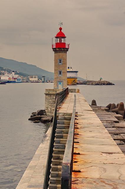 101 - Bastia l'entrée du Vieux Port