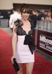 Alison Brie Billboard Music Awards 4Chion LIfestyle b