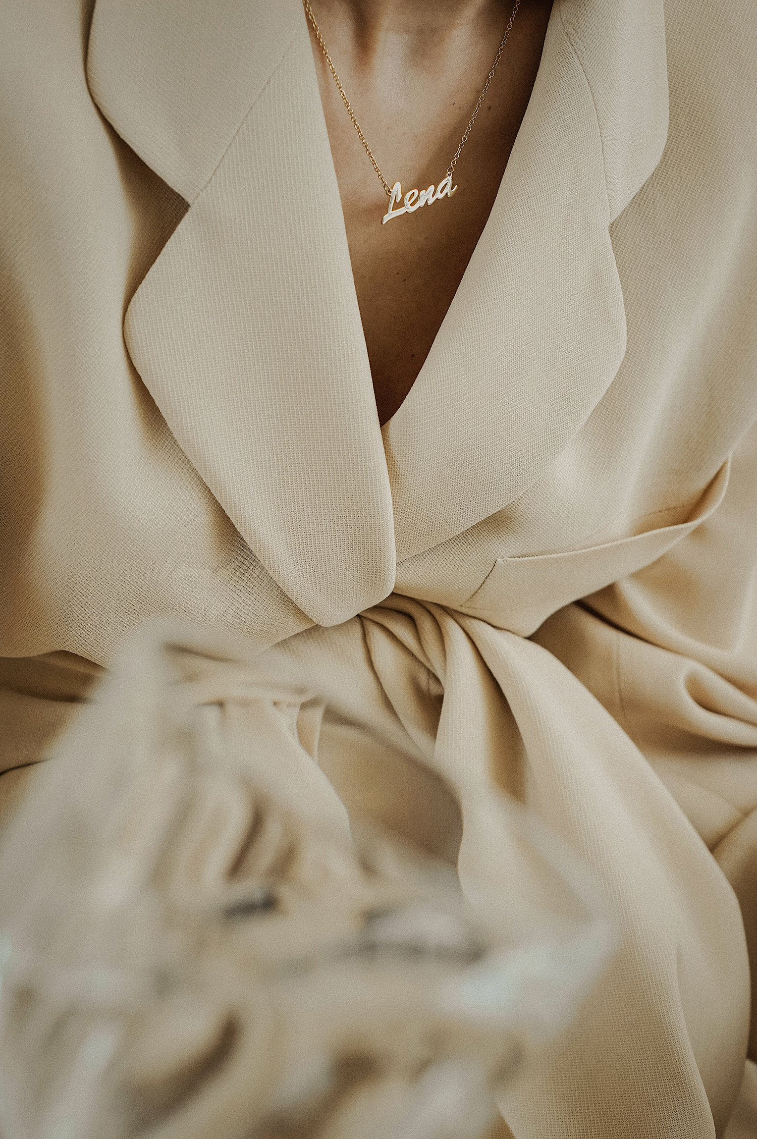 soufeel_name_necklace_nude_neutral_donna_karan_suit_fashion_style_lenajuice_thewhiteocean_01