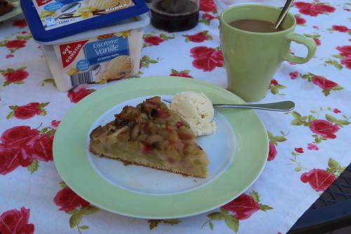 Rhabarberkuchen mit Vanilleeis (2. Stück)