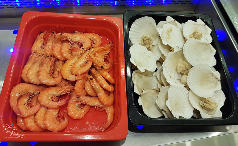 grand mercure feast prawns