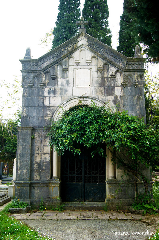 Усыпальница на кладбище Прчаня