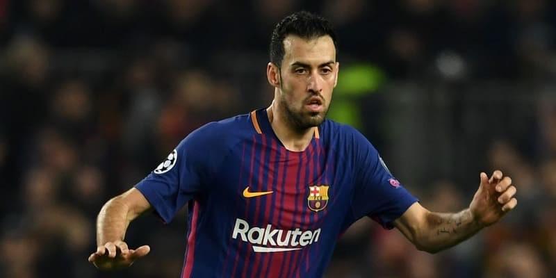 Iniesta Suruh Barcelona Beri Kontrak Panjang Buat Busquets