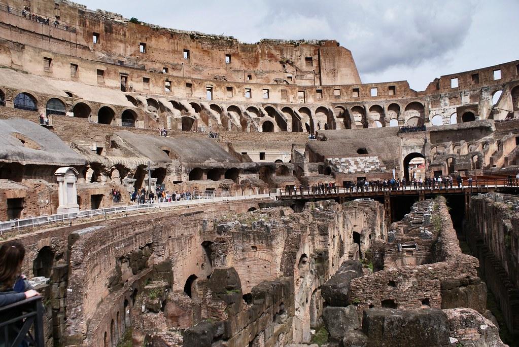 A l'intérieur du Colisée à Rome.