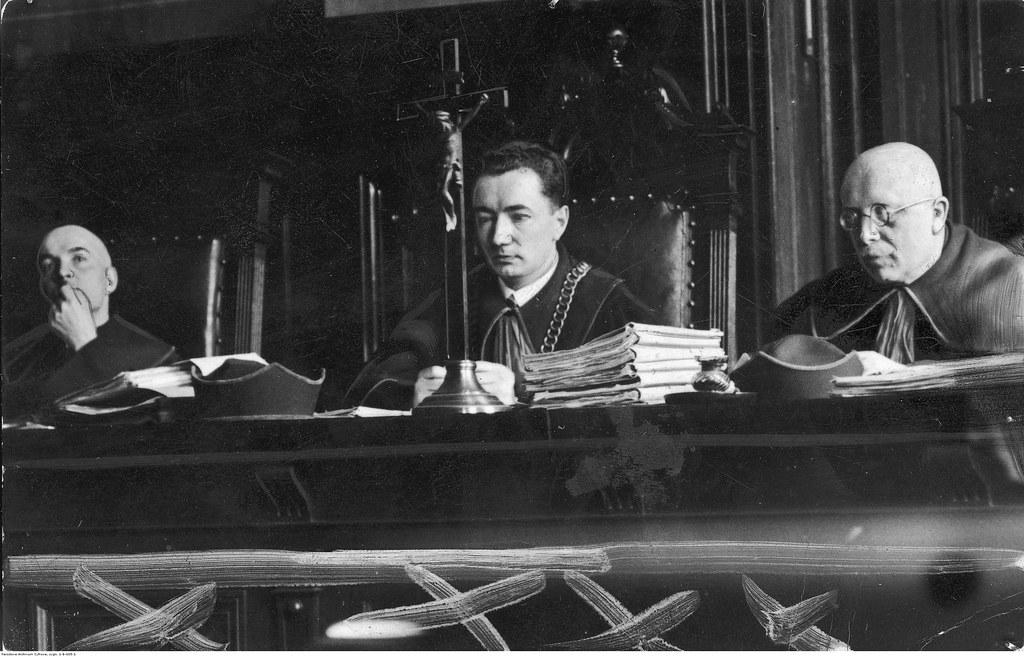 02. Судьи Эугениуш Дворзак (в центре), Тадеуш Ласковский и Вавжинец Капецки