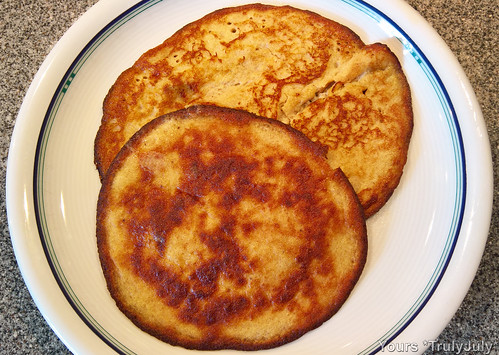 Yummy! Super easy and healthy pancakes.
