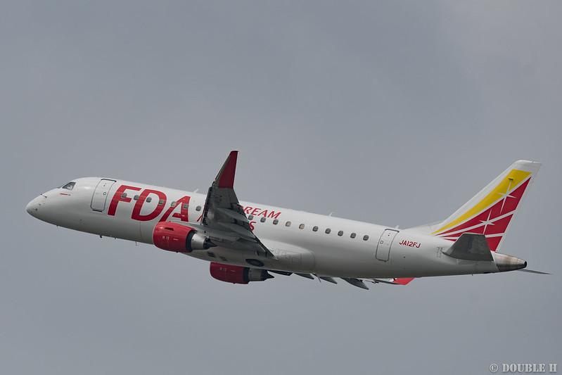 Fukuoka Airport 2018.5.16 (14) JA12FJ / FDA's ERJ-170 (White)