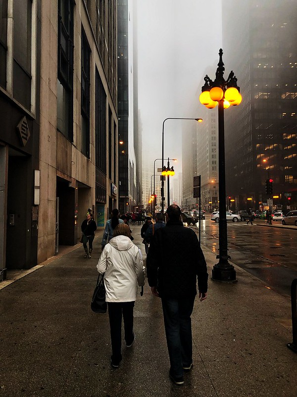 Caminando Chicago bajo la lluvia
