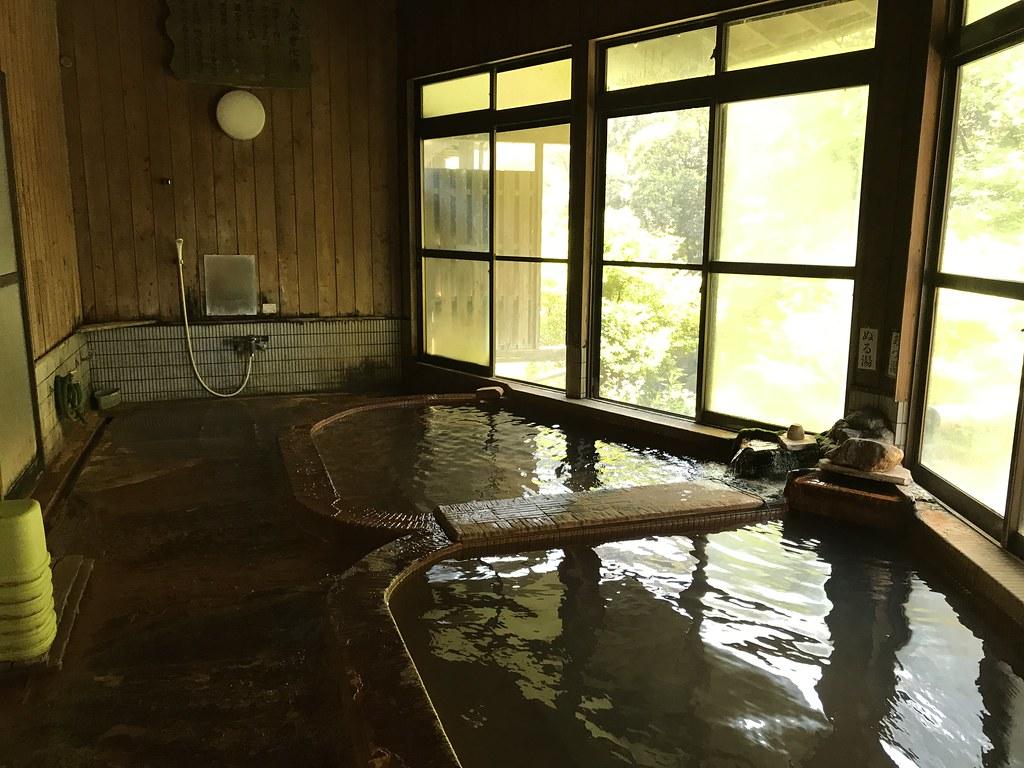 渓谷の自然を見ながら朝風呂を楽しめる