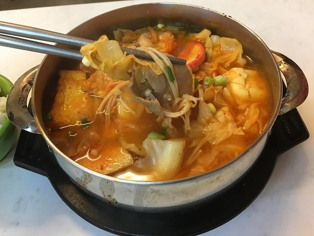 配料滿滿的豬肉泡菜鍋@台北松山全羅道韓式拌飯