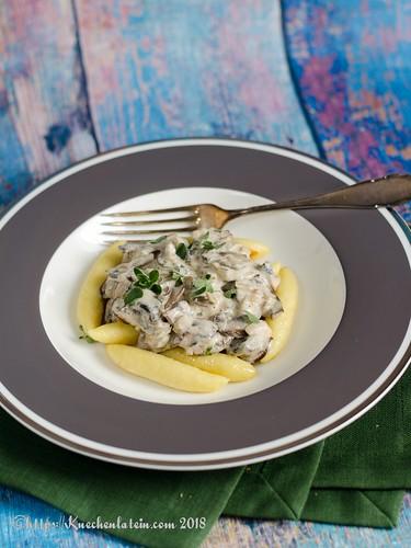 Kartoffelröllchen mit Champignonsauce (1)