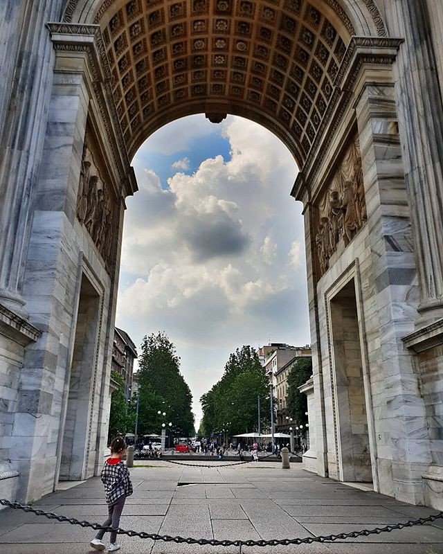 Arco #mylittlebabygirl #love #lovely #cute #family #fun #play #milAmo #Milano #igersmilano #igers #igersitalia #picoftheday #photooftheday #sky #architecture #sempione #clouds #red