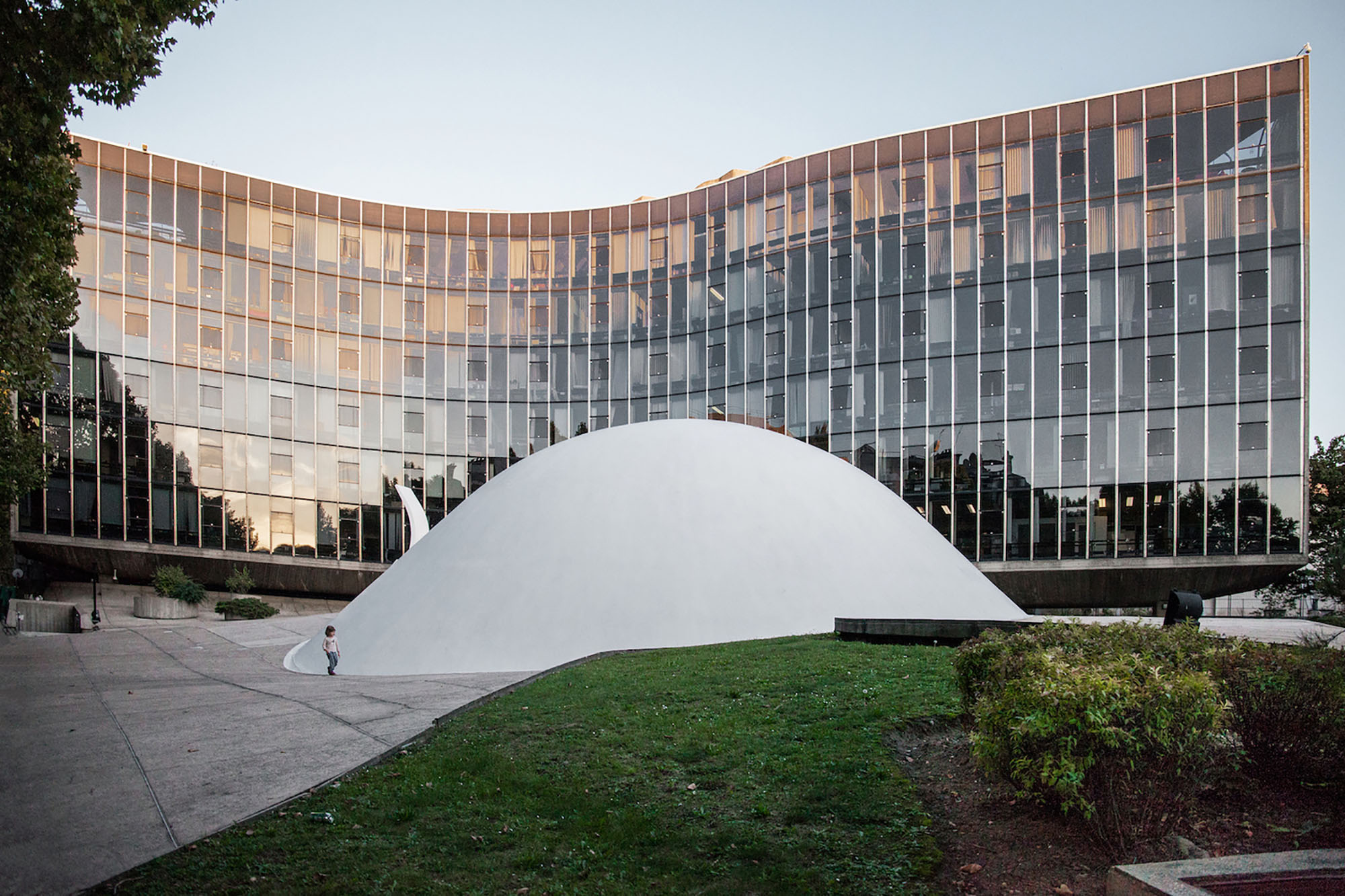 mm_French Communist Party Headquarters  design by Oscar Niemeyer_04