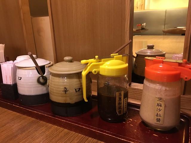 有各種醬料@台北信義勝政豬排