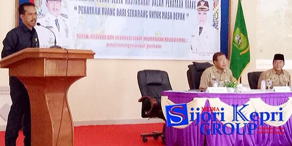Ketua DPRD Natuna, Yusri Pandi, menyampaikan kata sambutan