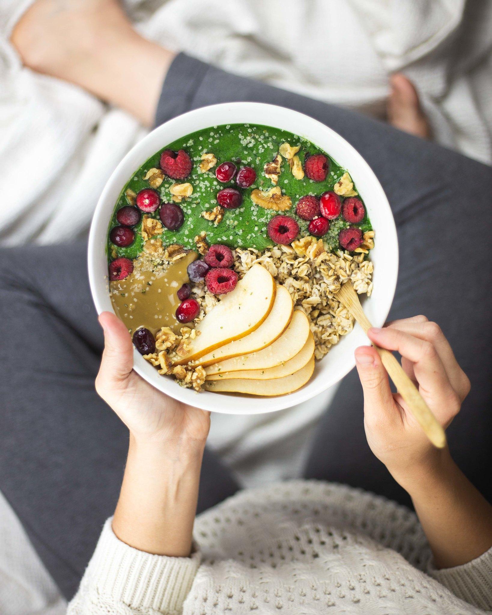 PREBIOTIC FOODS | HEALTH BENEFITS OF OATS & PROBIOTIC VEGAN OATMEAL BOWL RECIPE