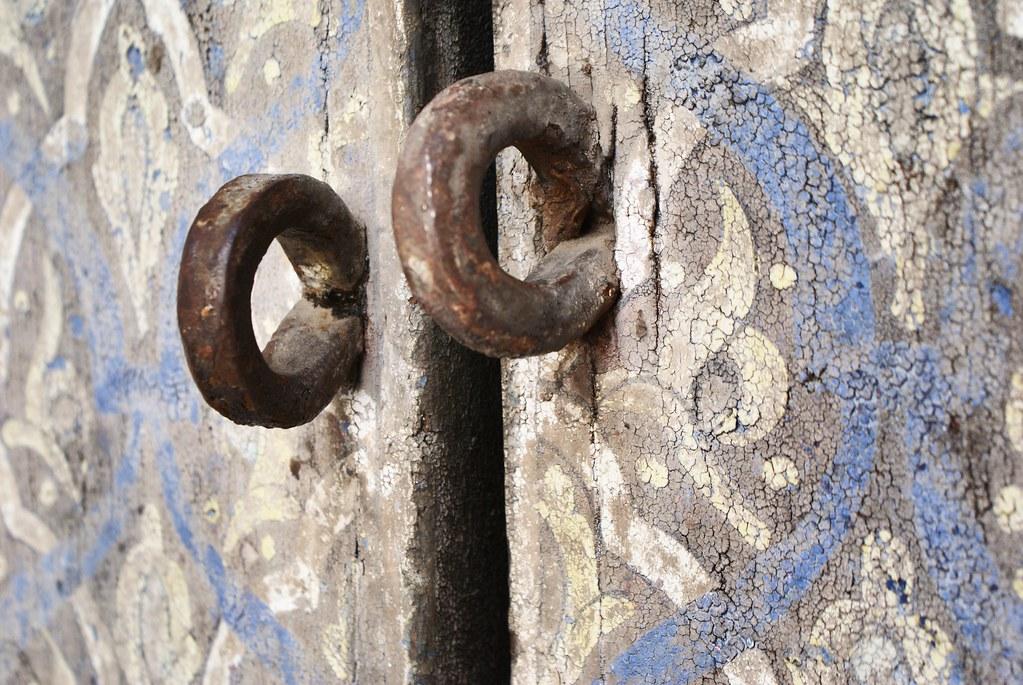 Détails d'une porte du musée Dar Batha à Fès.