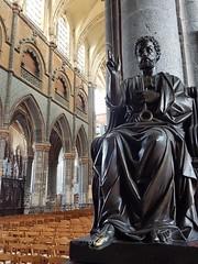 Statue de St-Pierre - Collégiale d'Aire-sur-la-Lys