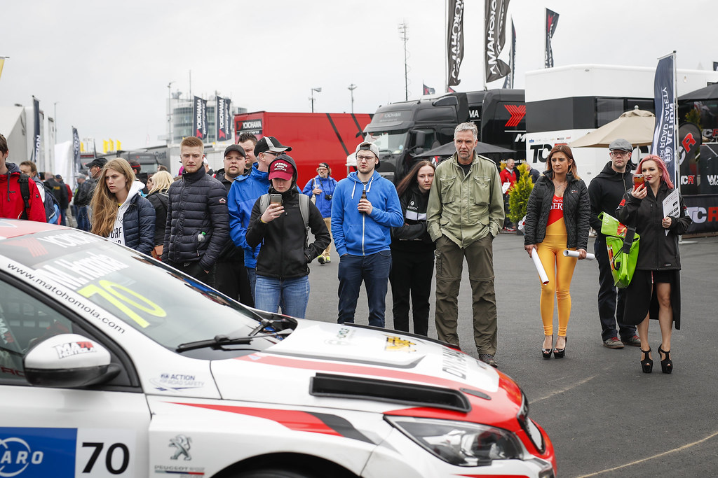Fans in the paddock during the 2018 FIA WTCR World Touring Car cup of Nurburgring, Germany from May 10 to 12 - Photo Florent Gooden / DPPI