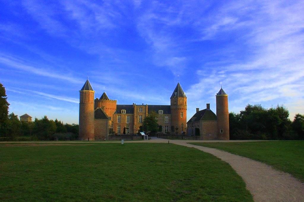 Domburg Stayokay is a beach castle in Zeeland