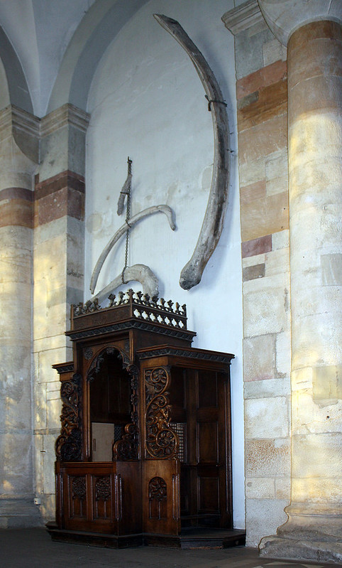 800px-St-Maria-im-Kapitol-Köln-altes-Beichtgestühl
