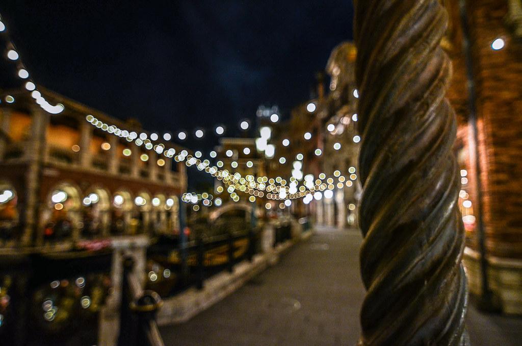 Mediterranean Harbor light blur TDS