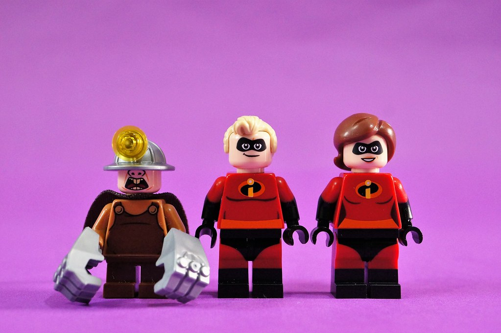 10760 minifigs front