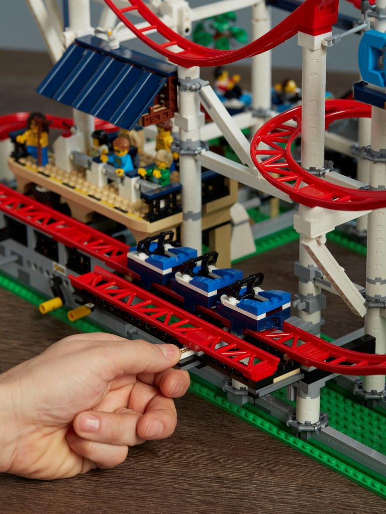 10261-LEGO-Creator-Expert-Roller-Coaster-Lifestyle-Track-Slide-4