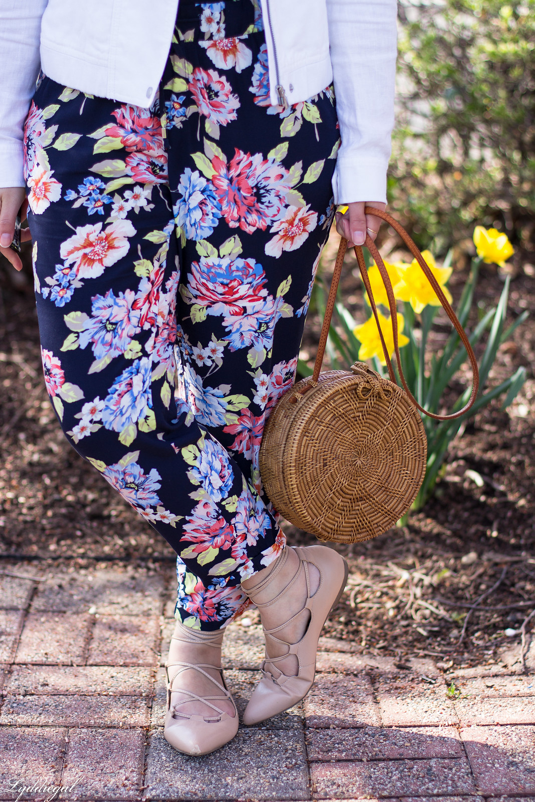 floral joggers, white linen jacket, round rattan bag-12.jpg