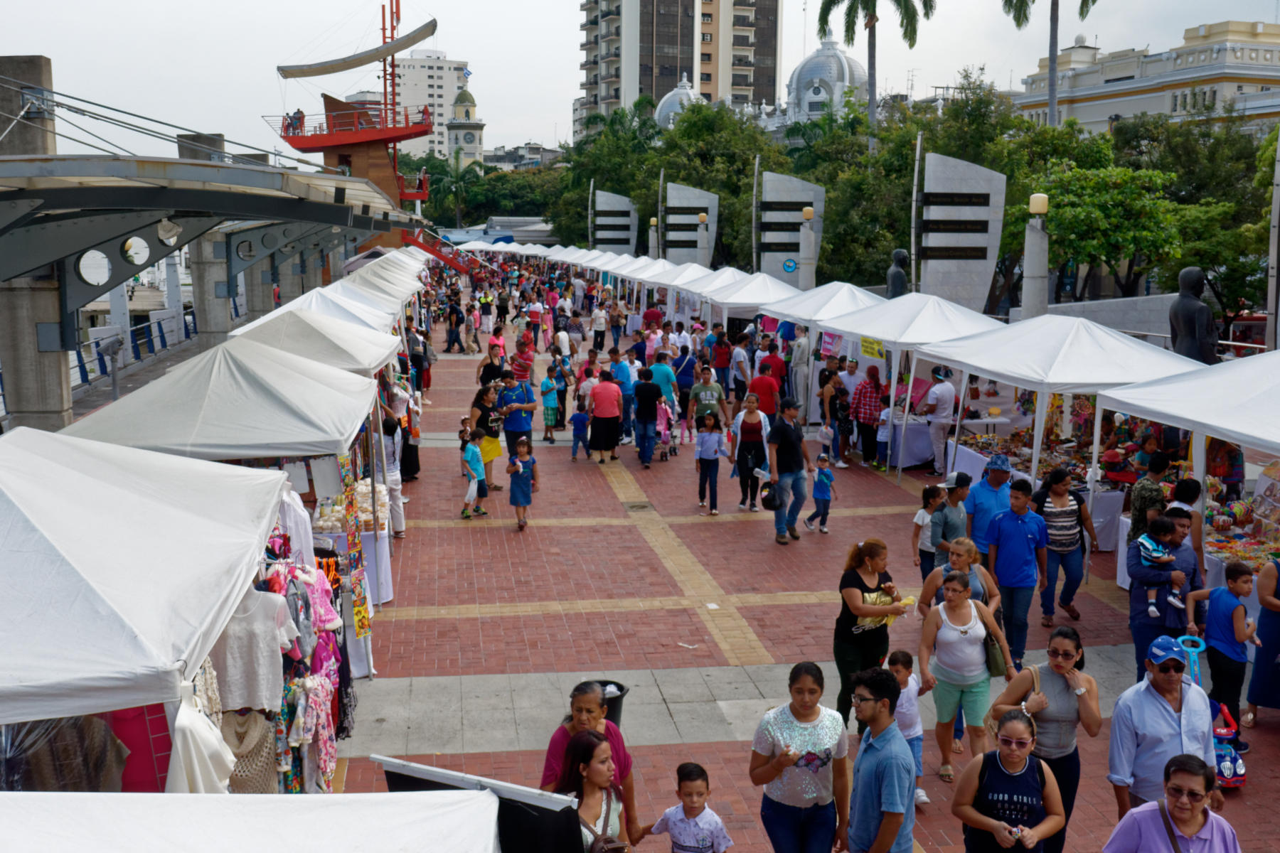 Holiday crowds on Guayaquil waterfront