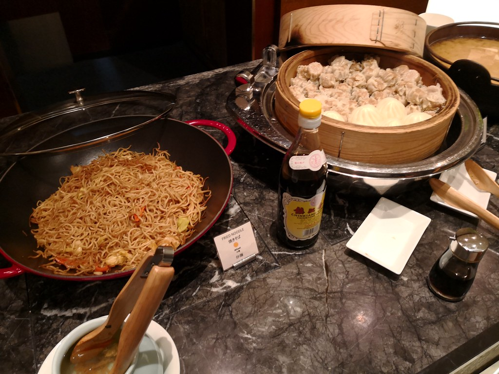 Fried noodle and dumplings