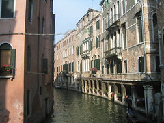 tourism(0.0), alley(0.0), street(0.0), town(1.0), vehicle(1.0), body of water(1.0), channel(1.0), facade(1.0), canal(1.0), boat(1.0), neighbourhood(1.0), waterway(1.0),