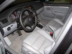 automotive exterior(0.0), bmw(0.0), volkswagen golf(0.0), automobile(1.0), wheel(1.0), volkswagen(1.0), vehicle(1.0), volkswagen golf variant(1.0), land vehicle(1.0), luxury vehicle(1.0),