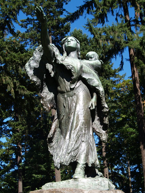 Sacajawea statue in washington park flickr photo sharing for Garden statues portland oregon