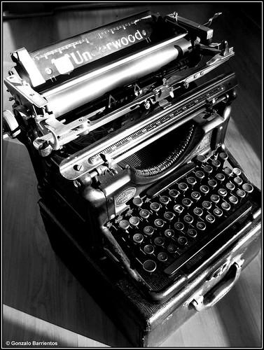 Vieja Maquina de Escribir. / Old Writing Machine.